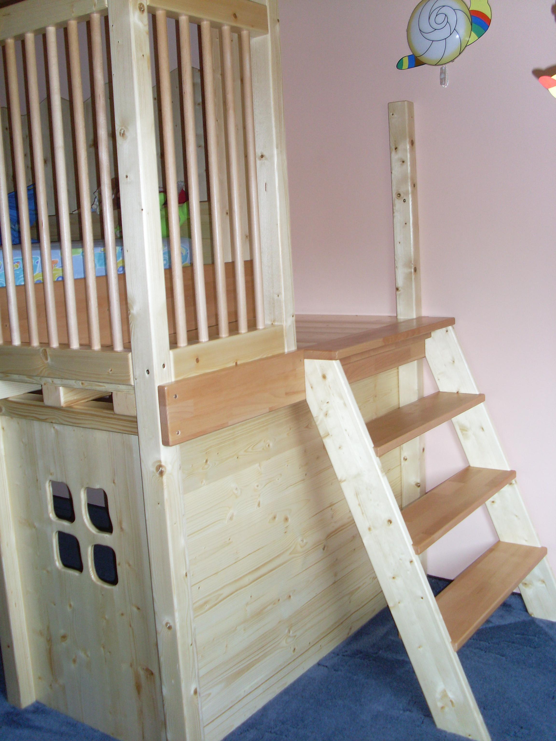 Spielhaus mit Bett